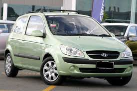Green Hyundai Getz TB hatchback parked at an auto show